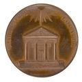 Baksida av bronsmedalj med bild av antik tempelfasad - Skoklosters slott - 99277.tif