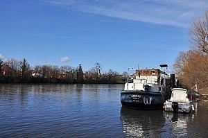 Barge in Rueil-Malmaison 001.JPG