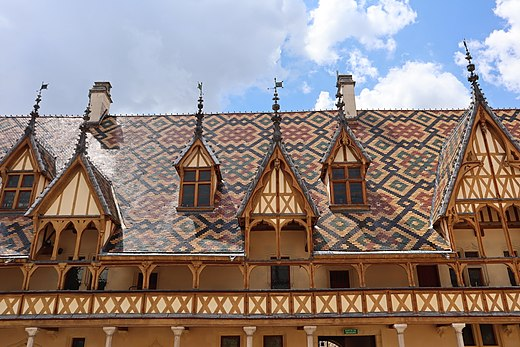 Gable dormers at Hospices de Beaune in Beaune, France Beaune (21) Hotel-Dieu - Cour - 02.jpg