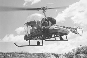 Bell H-13 Sioux - An H-13 with med-evac panniers