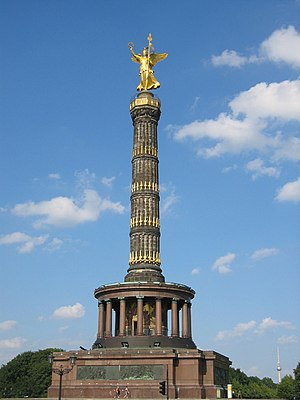 Großer Stern - The Victory Column in the square