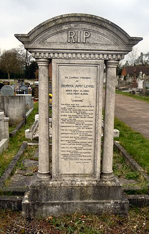 Cambridge City Cemetery - Image: Bertha Lewis Grave