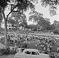 Bijeenkomst voor het paleis van de gouverneur op het Gouvernementsplein in Param, Bestanddeelnr 252-4409.jpg