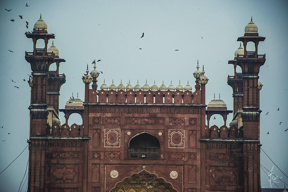Birds flying around the Badshahi Masjid, Lahore