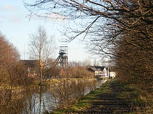 Astley, Greater Manchester - Image: Bridgewater Canal and Astley Green Pithead