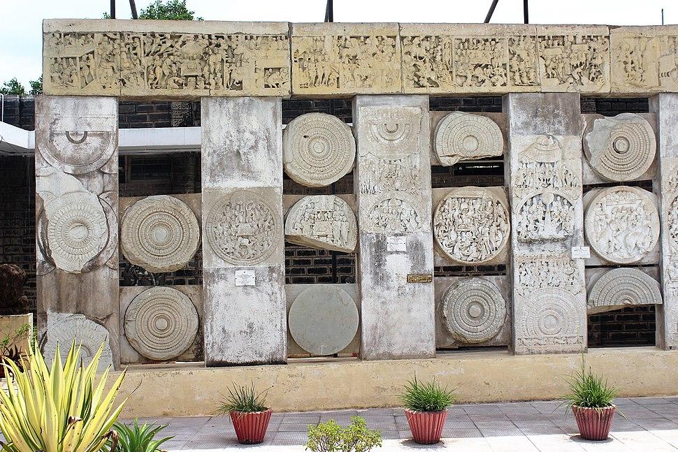 Buddhist Chakras at ASI Museum, Amaravathi.jpg