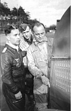 Bundesarchiv Bild 101I-676-7975A-28, Wunstorf, Major Günther Specht und Prof. Kurt Tank