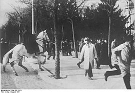 Bundesarchiv Bild 102-12221, Lissabon, Demonstration.jpg