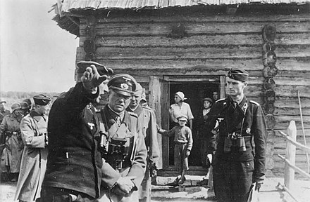 German general Heinz Guderian (centre), commander of Panzer Group 2, on 20 August 1941 Bundesarchiv Bild 183-L19885, Russland, Heinz Guderian vor Gefechtsstand.jpg