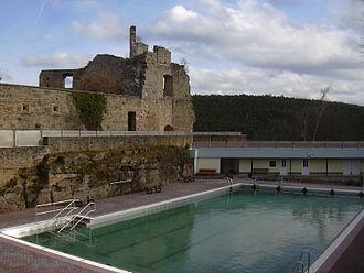 Eckbach - Image: Burg Altleiningen Schwimmbad