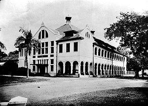 Daftar sekolah menengah atas swasta di Indonesia