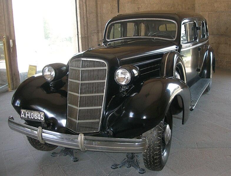 File:Cadillac Fleetwood Limousine (1935).jpg