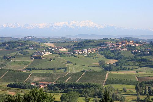 A Montferrat landscape, with the distant Alps in the background. Castelnuovo Calcea from San Marzano Oliveto.jpg