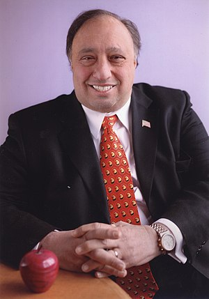 English: photo of John Catsimatidis, Owner of ...