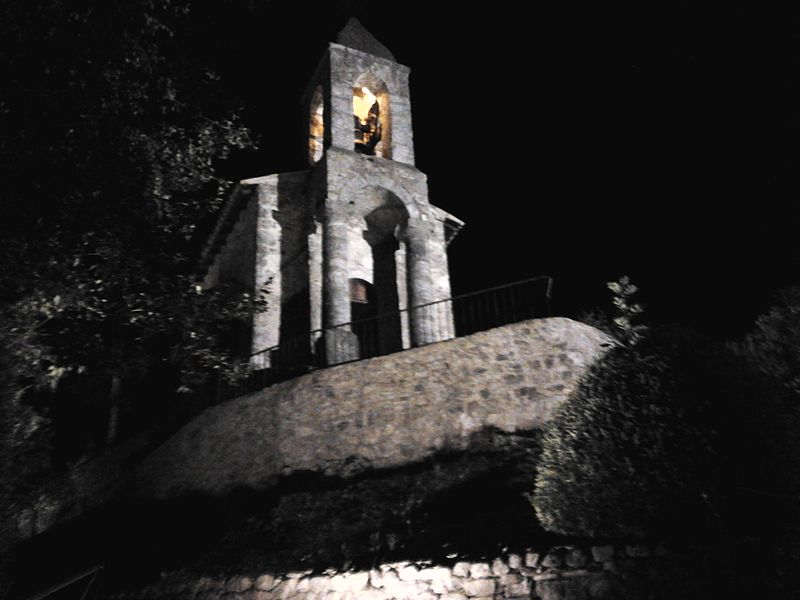 Clocher de l' église du village de Saint-Benoît (Drôme provençale France)