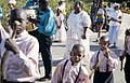 Collectie Nationaal Museum van Wereldculturen TM-20034645 De optocht voor het oogstfeest Seu naar het erf van Dudu Muzo Curacao Drs. F.W.M. (Frans) Fontaine (Fotograaf).jpg