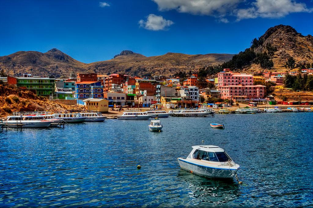 Copacabana, di sisi Bolivia di Danau Titicaca.