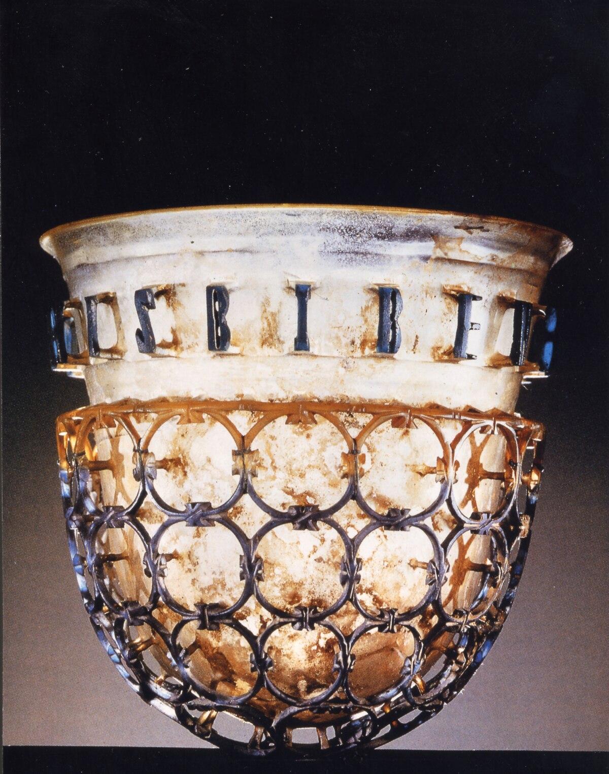 Risultati immagini per coppa antica in vetro dicroico