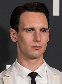 Cory Michael Smith in 2018.jpg