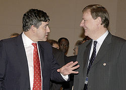 Costello (r) with Gordon Brown (l) (Image: IMF)