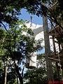 Cristo Salvador de Sertãozinho, em construção. Içamento para o pedestal da estátua do Cristo que pesa 40 toneladas e mede 18 metros de altura em 24 de abril de 2013 às 11.50 da manhã. Quando içado - panoramio.jpg