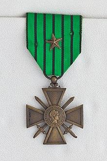 Croix de guerre décernée sous Vichy.jpg