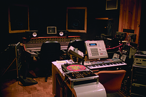 DJ Premier - DJ Premier's studio at D&D in 2000