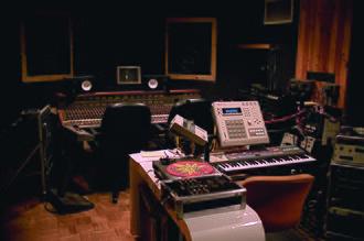 DJ Premier - DJ Premier's studio at D&D in 2000
