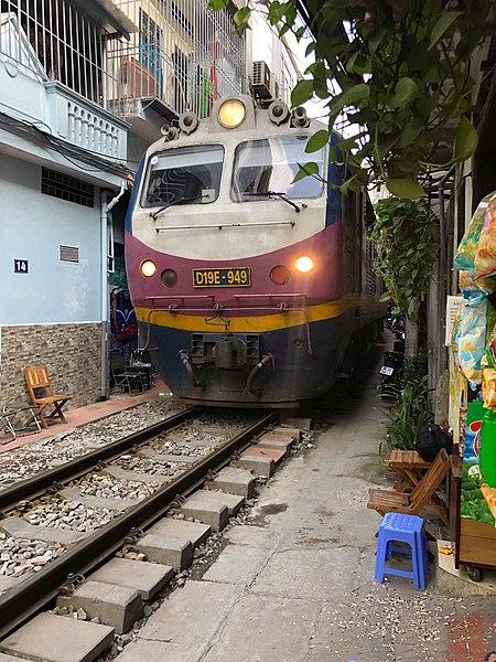 https://upload.wikimedia.org/wikipedia/commons/thumb/5/51/D19E_-_949_locomotive.jpg/450px-D19E_-_949_locomotive.jpg
