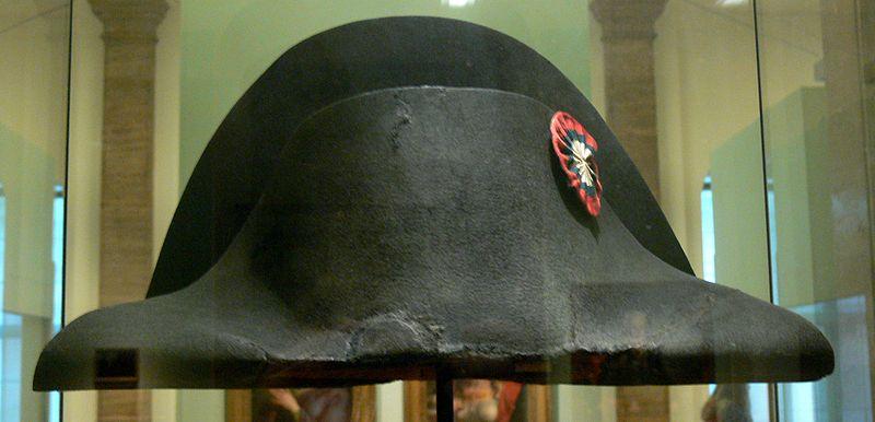 File:DHM - Zweispitz Napoleon.jpg