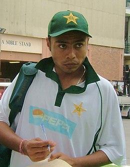 Динеш Канерия. Ранее он представлял пакистанскую национальную команду на Test и One Day International (ODI) в период с 2000 по 2010 год.
