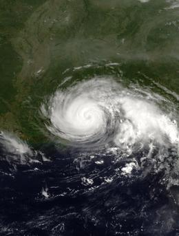 Una vista dell'uragano Danny dallo spazio il 19 luglio 1997. Danny ha raggiunto la sua massima intensità e si sta avvicinando all'approdo lungo la costa del Golfo degli Stati Uniti.  La penisola della Florida è visibile sul lato orientale dell'immagine.