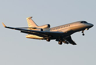 Dassault Falcon 7X - A Falcon 7X, landing gear down, flaps deployed