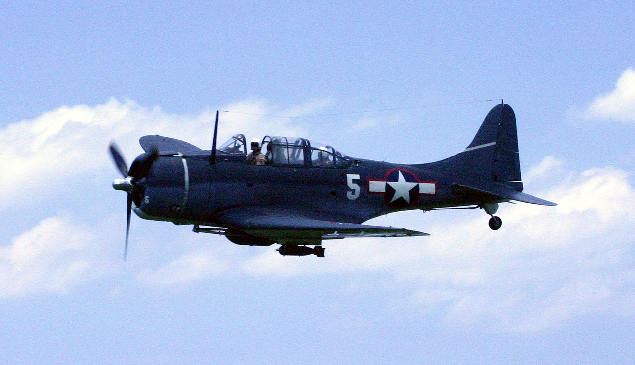 1280px-Dauntless_Dive_Bomber.JPG