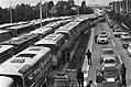 Demonstratie in Kalkar tegen bouw snelle kweekreactor vele honderden bussen met, Bestanddeelnr 927-4805.jpg