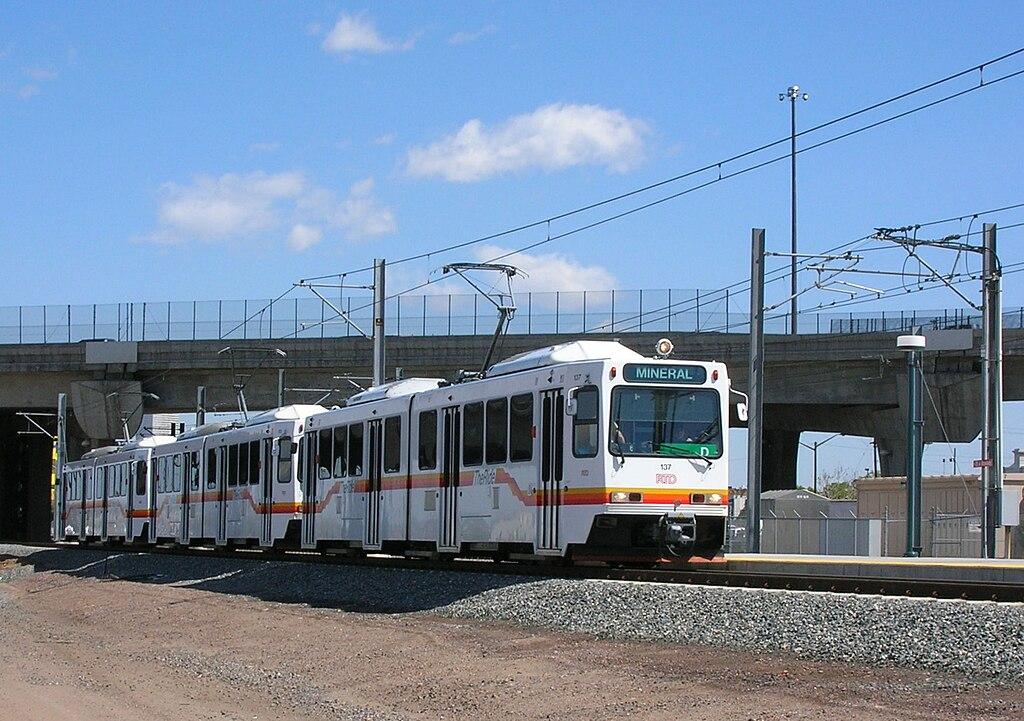 Tripla composizione in servizio sulla light rail di Denver
