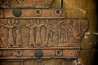 Balawat Gates - Image: Detail of an embossed scene on bronze plate showing Assyrian army attacking a city. From a Balawat gate, Iraq, 859 824 BCE. Ancient Orient Museum, Istanbul