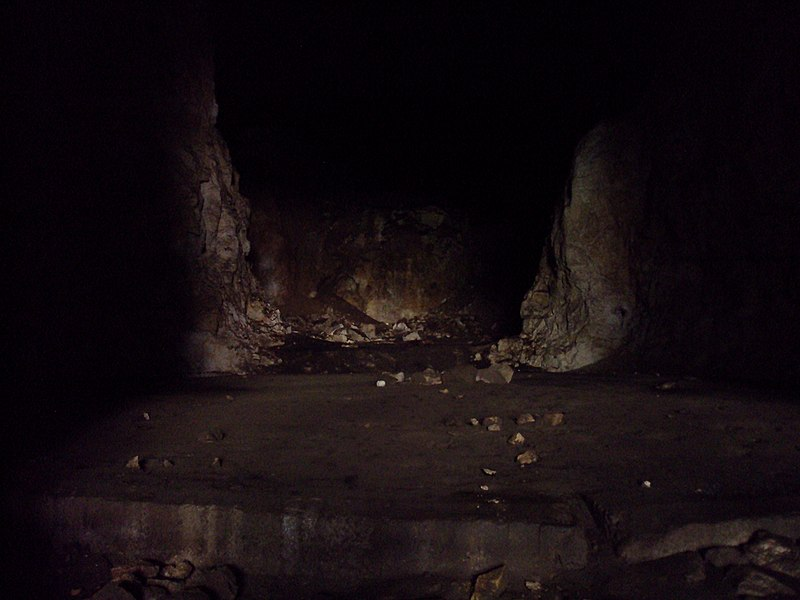 File:Devetashka cave 036.jpg