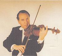 Dezső Lehota with his instrument.jpg
