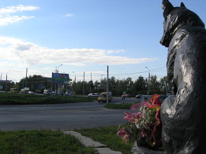 Loyalty (monument) - Kostya looks east across Lev Yashin Street and down South Highway