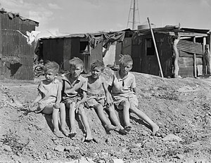 English: Children of migrant cotton field work...