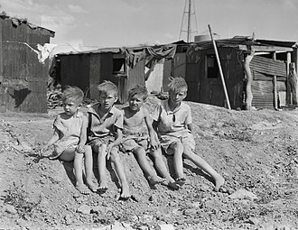 Poverty - Children of the Depression-era migrant workers, Arizona, 1937