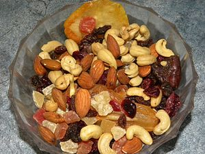 English: Mixed nuts and dried fruit