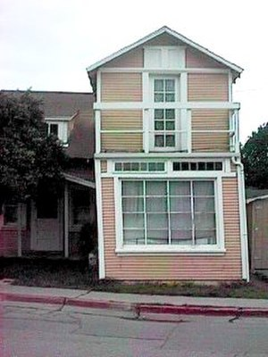 Aseismic creep - A house sitting atop the Calaveras Fault. It was demolished in 2009.