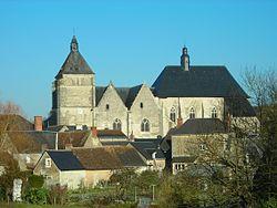 Eglise Saint-Pierre et Collegiale Saint-Michel de Bueil-en-Touraine (37) 7298.jpg