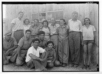 Ein Gev - Teddy Kollek (second from right), with Ein Gev pioneers (1934–39)