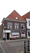 foto van Huis met lijstgevel parterre, verdieping en mezzanino