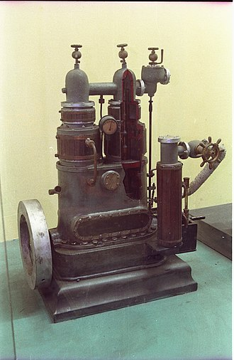 Willans engine - Unknown small central spindle engine, in an Indian museum