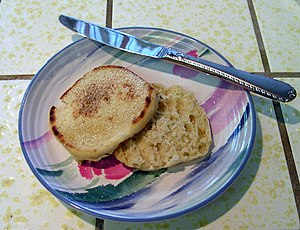 English muffin - Image: English Muffin On Plate wb