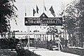 Entrée du stand de tir à l'arc et à l'arbalette à Vincennes (JO 1900).jpg